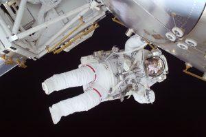 Дети узнают о впечатлениях первого космонавта, побывавшего в открытом космосе. Фото: pixabay.com