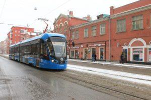 Сотрудники Мосгортранса уверены, что поездка в таком трамвае не оставит равнодушным никого и поможет окунуться в атмосферу праздника. Фото: Наталия Нечаева «Вечерняя Москва»