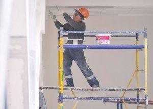 Рабочие проведут капитальный ремонт дома на Ленинском проспекте. Фото: сайт мэра Москвы