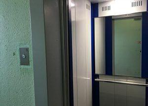 Лифты в рамках капитального ремонта заменят в доме на улице Серафимовича. Фото: Анна Быкова