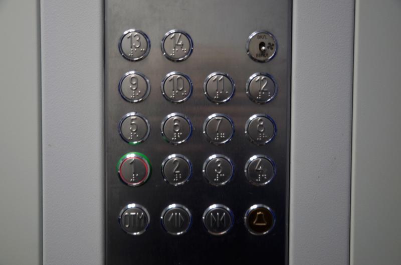 Лифты в рамках капитального ремонта заменили в доме на одной из улиц района. Фото: Анна Быкова