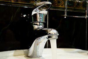 Традиционные отключения горячей воды в Москве начнутся с 1 июля. Фото: Анна Быкова