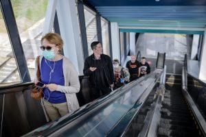 Количество пассажиров в масках выросло на МЦК. Фото: Наталья Феоктистова, «Вечерняя Москва»