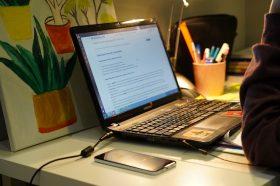 Онлайн-встреча с поэтессой пройдет на сайте Центра Вознесенского. Фото: Денис Кондратьев