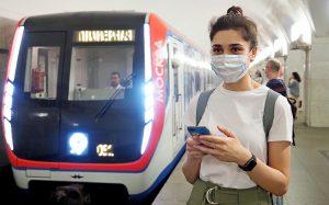 Представитель общественного транспорта раздадут воду пассажирам. Фото: Антон Гердо, «Вечерняя Москва»