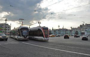 Ремонт трамвайных путей начался около метро «Октябрьская». Фото: Александр Кожохин, «Вечерняя Москва»