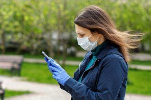 Отказ от использования медицинских масок может привести к новой вспышке COVID-19. Фото: сайт мэра Москвы