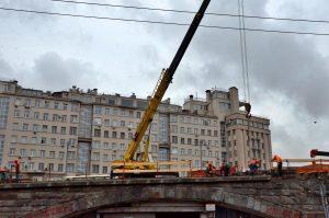 Благоустройство начали на Большом Каменном мосту. Фото: Анна Быкова