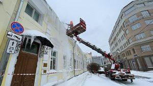 Около 105 тысяч кубометров снега вывезли с улиц ЦАО за минувшие сутки. Фото: пресс-служба префектуры ЦАО