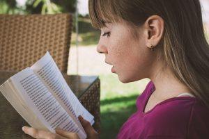 Литературу для детского чтения порекомендовали в библиотеке района. Фото: pixabay.com
